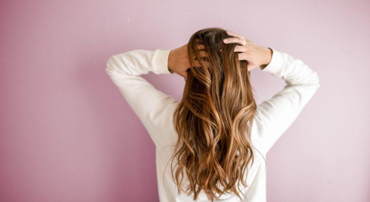 strohige Haare